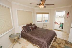 A-Unit-Bedroom-8405